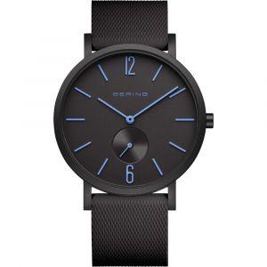 Bering - True Aurora ur med urkasse i mat sort aluminium, sort urskive med blå markeringer, samt en silikone rem. 16940-499.