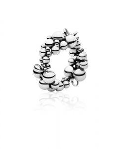 Georg Jensen -Moonlight Grapes armring i sølv. Armringens designer inspireret af et originalt Georg Jensen design fra 1920'erne, udsmykket medtalrige vindruer. 2000067500ML.
