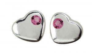 NOA Kids Jewellery - Hjerte ørestikker isølv til børn. Øreringene er designet som små hjerter, hver udsmykket med en lille lyserød zirkonia.369-012.