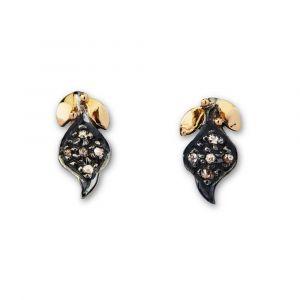 By Birdie - Sommerset ørestikker i sølv. De fine øreringe er udsmykket medsmå blade, belagt med 14 karat guldog 0,15ct rosenslebne diamanter. 50811395.