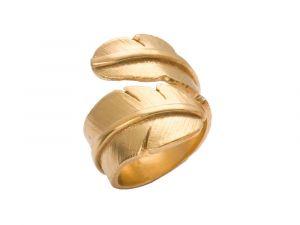 Heiring - Feather ring i forgyldt sølv. Den brede ring er designet som en fjer. 51-5-89FG.