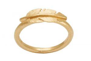 Heiring - Feather ring i forgyldt sølv. Ringens top er designet som en fin lille fjer. 51-6-00FG.