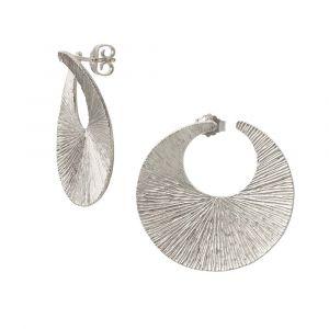 Heiring - Dreamcatcher Mellem øreringei rhodinert sølv. De runde ørestikkers design er inspireret af en drømmefanger. Diameter ca. 33 mm. 51-9-18RH.