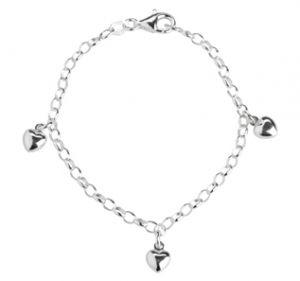 NOA Kids Jewellery - Hjerter armbånd i sølvtil børn. Langs kæden er 3 små hjerter med en blankpoleret overflade. 822-009-9.