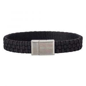 SON of NOA - SON herre læderarmbånd. Dette armbånd er designeti sort flettet kalvelæder, med enlås i børstet stål. 897-000-BLACK.
