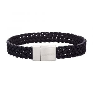 SON of NOA - SON herre læderarmbånd. Dette armbånd er fremstilleti sort flettet kalveskind, med en lås i børstet stål. 897-011-BLACK.