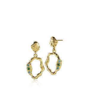 Izabel Camille - Ocean øreringe i forgyldt sølv med blå og grønne zirkonia.De er designet med vedhæng i åbne organiske former, og en smuk rå overflade. a1727gs.