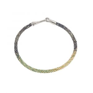 Ole Lynggaard - Life Safari armbånd med håndknyttet reb i sarte grønne og gule farver. Den elegante lås er fremstillet i sølv, designet med en krog. A3040-305