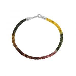 Ole Lynggaard - Life Plum armbånd med håndknyttet reb i farver inspireret af blommer. Låsen er fremstillet i sølv, som en elegant krog. Bredde: 3 mm. A3040-310