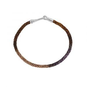 Ole Lynggaard - Life Velvet armbånd med håndknyttet reb i brune jordfarver. Låsen fremstillet i sølv med en fin krog. Bredde 3 mm. A3040-311