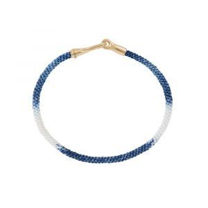 Ole Lynggaard - Life Blue Jeans armbånd medhåndknyttet reb i blå og hvid. Låsen er fremstillet i 18 karat guld, designet med en krog. Bredde: 3 mm. A3040-401
