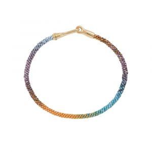 Ole Lynggaard - Life Bohemian Spirit armbånd medhåndknyttet reb i blå, orange og lilla farver. Låsen i 18 karat guld, er designet med en elegant krog. A3040-407