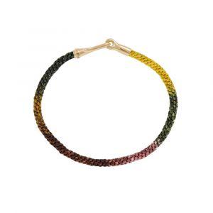 Ole Lynggaard - Life Plum armbånd med håndknyttet reb i farver inspireret af blommer. Låsen er i 18 karat guld, med en elegant krog. Bredde: 3 mm. A3040-410