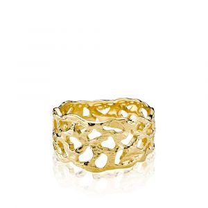 Izabel Camille - Holly ring i 18 karat forgyldt sølv. Det er en bred ring, designet i med et smukt organisk mønster og en blank overflade. a4164gs.
