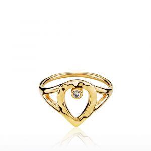 Izabel Camille - Cecilie Schmeichel ring i forgyldt sølv, designet med en kombination af glatte og bølgede overfalder, udsmykket med en lille zirkon. a4169gs.
