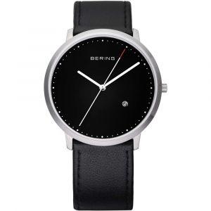 Bering - Classic ur i børstet stål med sort urskive og sort læderrem. Uret har datoangivelse og en vandtæthed til 3 ATM. Urkasse: 39 mm. 11139-402.