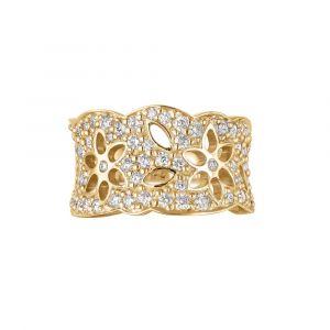 Ole Lynggaard - Lace Mellem ring i 18kt guld med diamanter. Ringen er designet med et udskåret mønster. Den erpaveret med 63 brillanter. A1761-405.