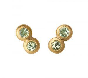 byBiehl - My Powers øreringe i forgyldt sølv. Hver ørestik er udformet som to små sammensatte cirkler, udsmykket med grønne peridoter. Længde: 5 mm. 4-4005gp-GP.