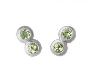 byBiehl - My Powers øreringe i sølv. De små ørestikker er hver designet med grønne peridoter, sat i to små sammensatte cirkler. Længde: 5 mm. 4-4005gp-R.