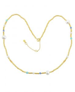 Hultquist - Isabella halskæde i forgyldt sølv. Kæden er designet med små perler i forgyldt sølv, enkelte farvede perlerog ferskvandsperler. S08084-G.