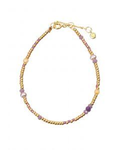 Hultquist - Dea armbånd i forgyldt sølv. Armbåndet er designet med små perler i forgyldt sølv, samt enkelte ferskvandsperler og farvede perler. S08130-G.