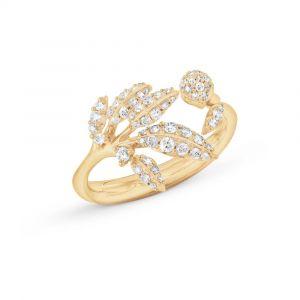 Ole Lynggaard - Winter Frost ring i 18 karat guld. Ringens top er designet med små blade, udsmykket med 63 brillantslebne diamanter - i alt 0,31ct. A2771-401.
