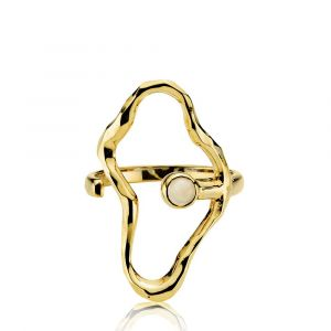 Sistie - Bentsen x Sistie ring i forgyldt sølv. Toppen er designet med en stor organisk åben form, udsmykket med en lille hvid agat. z4008gswhite.