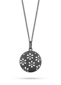 Spirit Icons - Flora halskæde i sort oxyderet sølv. Det runde vedhæng erudstukket med små blomster, med en lille klarzirkonia i midten af hver blomst. 10573-70
