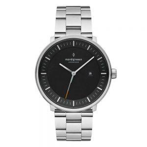 Nordgreen - Philosopher Christopher ur i stål. Det er et klassisk ur i sølv farvet stål, med3-link stål rem og en sort urskive.