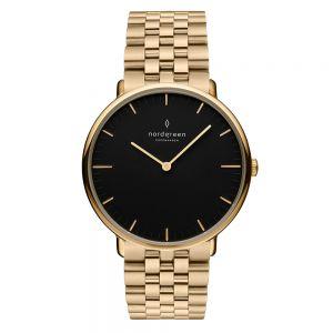 Nordgreen - Native ur i guldfarvetrustfrit stål, med en sort urskive og 5-link stål lænke. Uret er fremstillet i et skandinavisk design af Jakob Wagner.