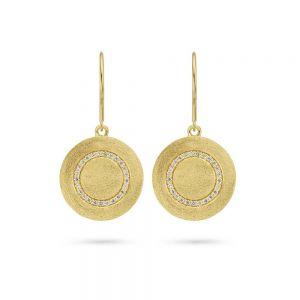 Spirit Icons - Iris ørehængere i forgyldt sølv. De elegante øreringe har en rund plade, med en matteret overflade. I midten eren cirkel af hvide zirkonia.40102