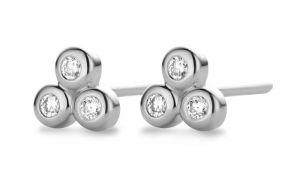 Spirit Icons - Triangle ørestikker i 14 karat hvidguld. De små elegante øreringe harhver3brilliantslebne diamanter. 44237.