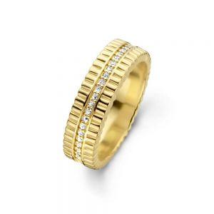 Spirit Icons - Imitation ring i forgyldt sølv med zirkonia. Ringen er designet med unik bølget overflade. Langs midten er en smal række af zirkonia. 51262.