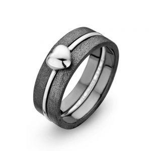 Spirit Icons - Campaign 1 sæt - 3sammensatte ringe. Den midterste ring er i sølv, med et lille hjerte. Ringen er omgivet af to ringe i sort ruthineret sølv. 80001