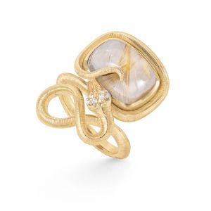Ole Lynggaard - Snakes ringi 18 karat guld, designet som en slange. Den er udsmykket med en rutilkvarts og 6 brillantslebne diamanter. A2790-402.