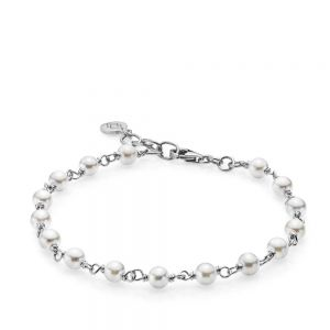 Izabel Camille - Miss Pearl armbånd i sølv. Det fine armbånd er fremstillet iblankt rhodineret sølv, designet med smukke ferskvandsperler. a3112swswhite.
