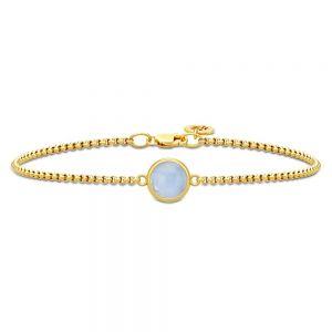 Julie Sandlau - Primini armbånd i forgyldt sølv med blå krystal. Det er designet med et fast rundt vedhæng, udsmykket med en smuklyseblå krystal. BR258GDCALCR.