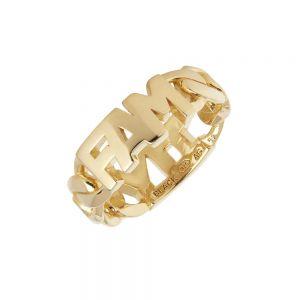 """Maria Black - Family ring i forgyldt sølv. Ringen er et symbol på kærlighed og familie. Den er fremstillet i et kæde design, med bogstaver: """"FAM"""". 500400YG."""