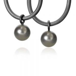 Dulong Globe vedhæng i oxyderet sølv med tahitiperle