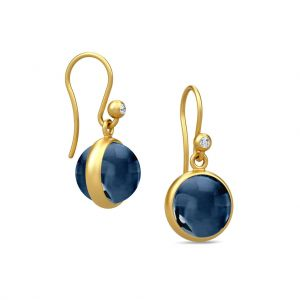 Julie Sandlau Prime øreringe i forgyldt sølv med safirblå krystal. HKS181GDSACRCZ