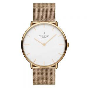 Nordgreen - Native ur i guldfarvet stål, med hvid urskive og guldfarvet mesh rem. Det er et sofistikeretur designet af Jakob Wagner.