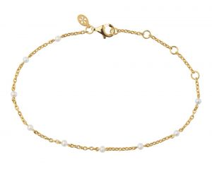byBiehl Scarlett armbånd i forgyldt sølv med  små hvide ferskvandsperler. 2-3401wp-GP